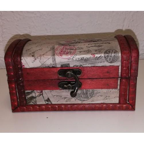 Lesena šatulja v obliki starinske skrinje  15 x 8 x 9 cm