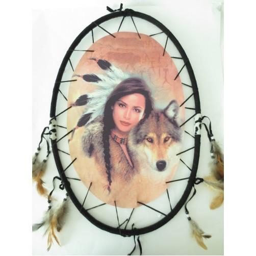 Stenska dekoracija dreamcatcher indijanka in totemska žival moči volk